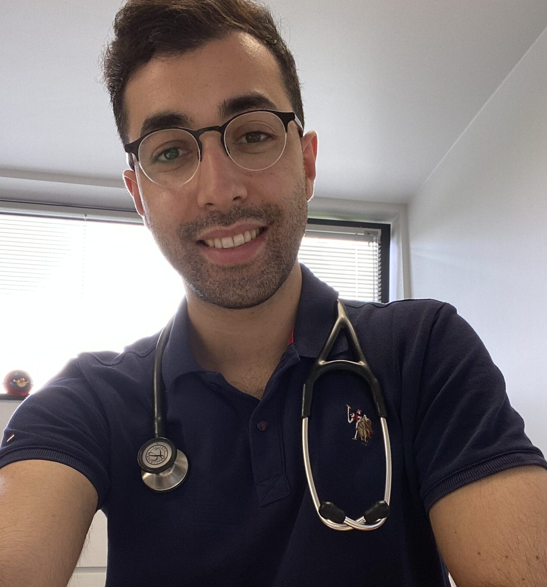 Dr. Sezer Sari